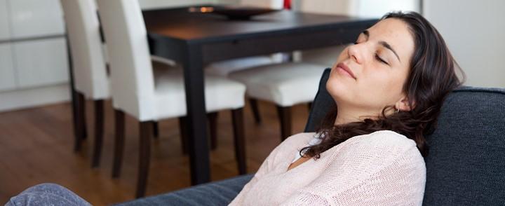 Vrouw doet mindfulness oefening bij de cursus Mindfulness based cognitive therapy
