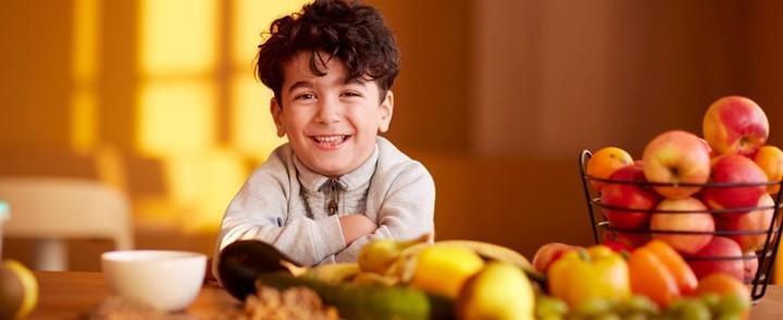 Vers fruit maakt onderdeel uit van gezonde orthomoleculaire voeding voor kinderen.